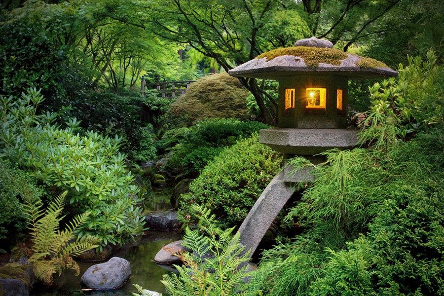 ishidôrô (stenen lantaarn) japanse tuin